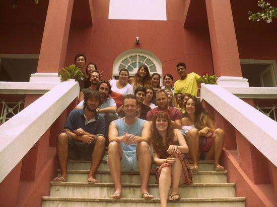 Bossa in Rio Hostel: En la puerta de el hostel, una casona antigua y hermosa..
