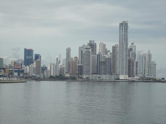 Plaza Paitilla Inn: Toma de la costanera