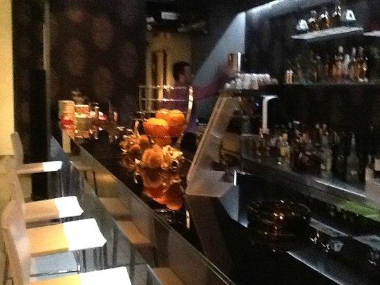 Hotel ILIANA: Christos the barman very friendly