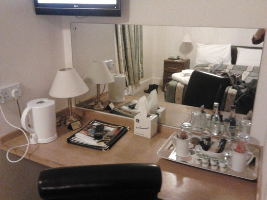 Best Western Exeter Lord Haldon Country Hotel:                   desk with all the added extras