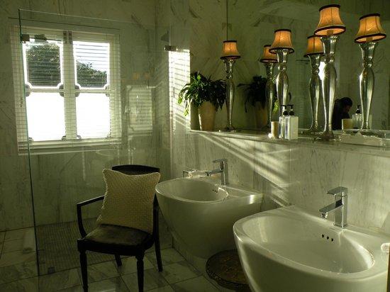 MannaBay:                   Another washroom