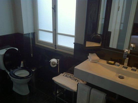 هوتل مونتيفيوري: Bathroom details2