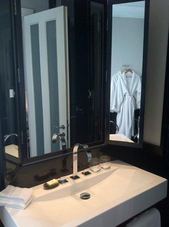 هوتل مونتيفيوري: Bathroom details1