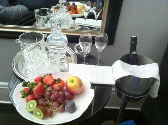 Hotel Montefiore: Welcome  present for birthday (fruitsalade was charged)