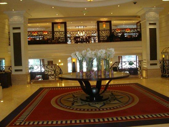 Corinthia Hotel Budapest:                   Main foyer