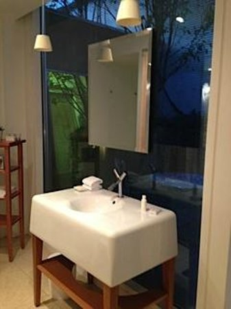 "St Martins Lane London Hotel: ""bathroom"" over looking a outdoor sitting area"