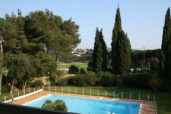 Najeti Hotel Valescure: Vista dalla camera lato piscina sul golf