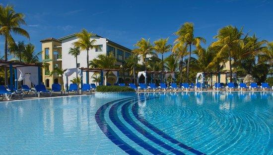 NH Krystal Laguna Villas & Resort