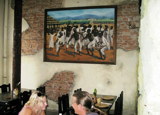 El Barracon: paintings of plantations life decorate the restaurant