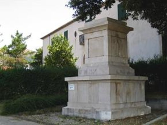 Polla, Italien: il cippo di epoca fascista