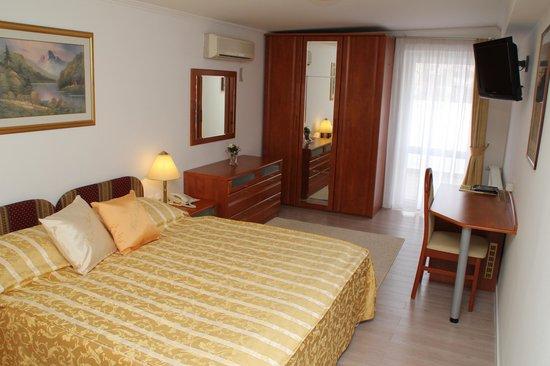 Vila Tina Hotel - Restaurant: Zimmer