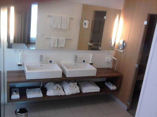Hotel & Restaurant Christkindlwirt: Waschbereich (Suite)