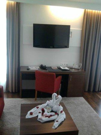 Hotel & Restaurant Christkindlwirt: Schreibtisch mit TV
