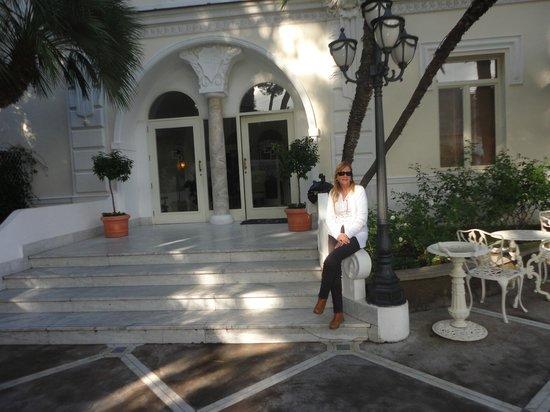 Luxury Villa Excelsior Parco: En la entrada del hotel