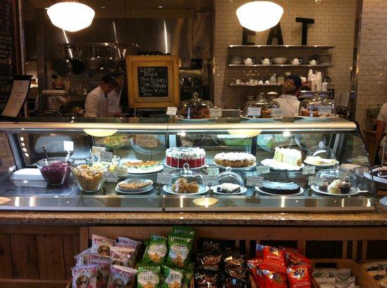 Stonewall Kitchen : Stonewall Kitchen Cafe: pastry case
