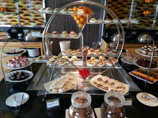 Cinnamon Grand Colombo: Executive floor afternoon tea