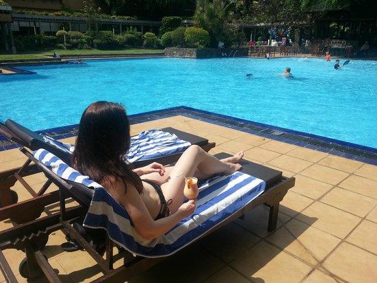 โรงแรมชินนามอน แกรนด์ โคลัมโบ: Pool & me