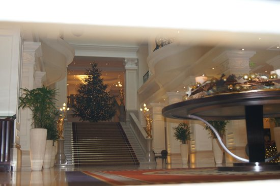 Corinthia Hotel Budapest: Елка в лобби