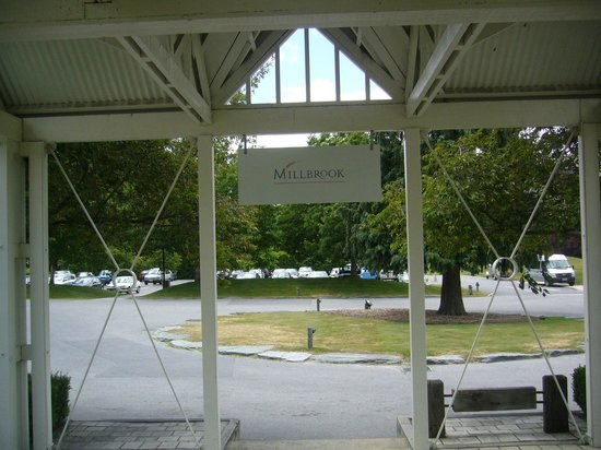 Millbrook Resort: entrance