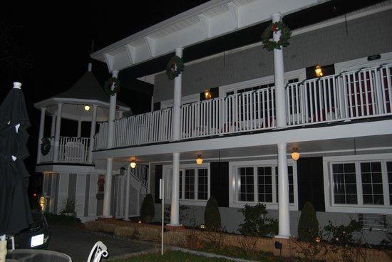 Chateau Inn & Suites: vue extérieure