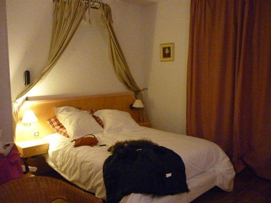 Le Verger des Chateaux : Le lit est moelleux à souhait et la couette bien chaude pour vous protéger du froid