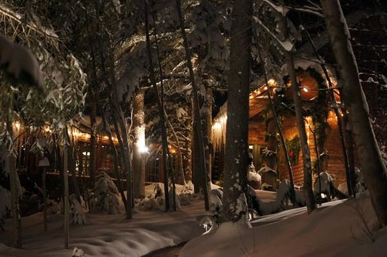 Log Haven: Winter view of the front of the restaurant.
