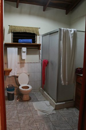 Harbor Reef Surf Resort:                   bathroom