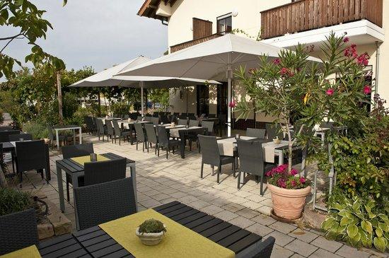Weingut Sandwiese Winzerhotel: Terrasse zum Speisen