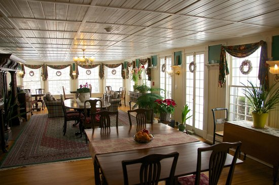 The Inn at Ormsby Hill: The Breakfast Room