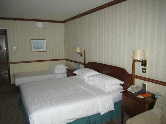 Sheraton Dubai Creek Hotel & Towers: Our king room on the 10th floor