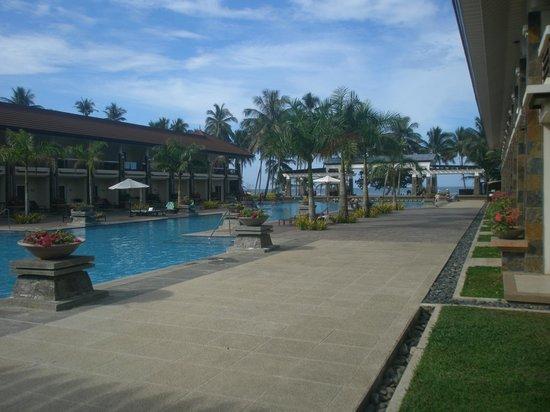 Sheridan Beach Resort and Spa: Swimming pool and surroundings