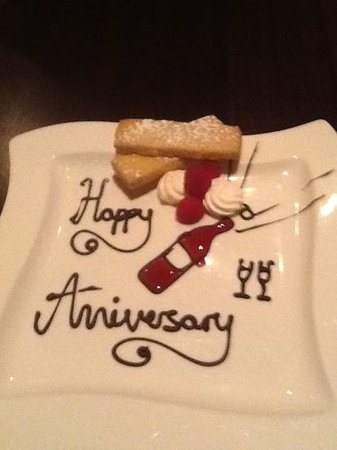 Squires Restaurant at Bridgewood Manor:                   Anniversary Plate from the Chef