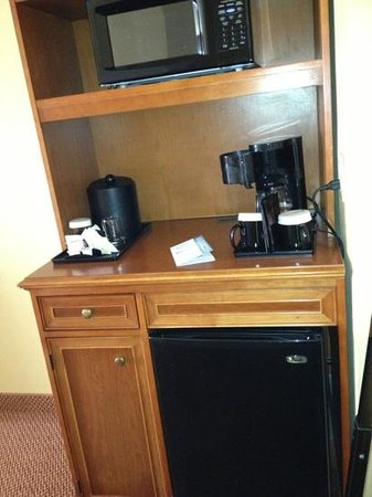 Hilton Garden Inn McAllen Airport : microwave, fridge included in room