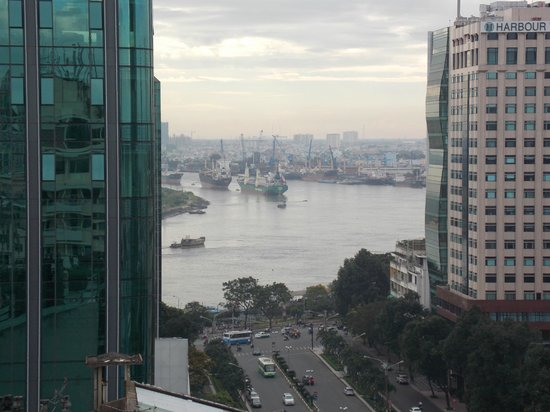 Palace Hotel Saigon : View from rooftop pool