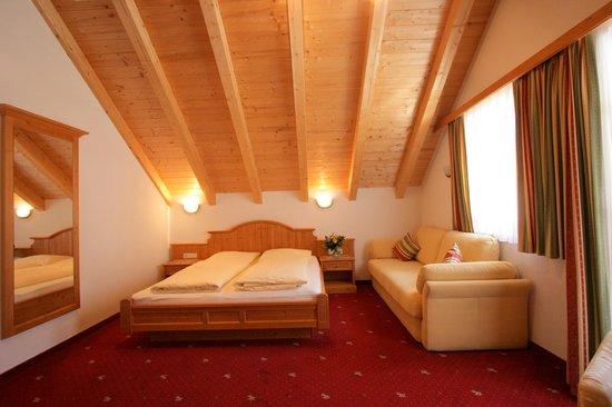 Hotel Garni Litzner: Dachgeschoßzimmer