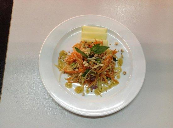 AnnAdyA Restaurant & Bar : Khmer Green mango salad with smoke fish, a must try !