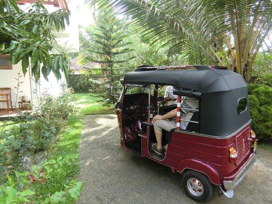 Unawatuna Nor Lanka Hotel:                   The resident tuktuk