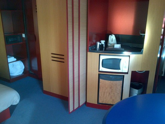 Novotel Suites Nice Aeroport: partie cuisine