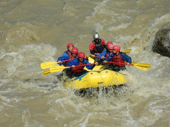 Cascada de las Animas: Rafting, una de las muchas actividades que ofrece el hotel.