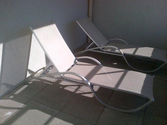 """Novotel Suites Nice Aeroport: terrasse individuelle """"solarium"""""""
