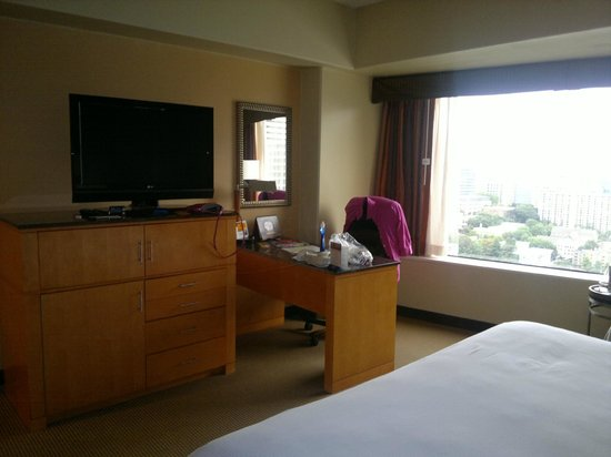 Crowne Plaza Seattle Downtown Area: Tv and desk