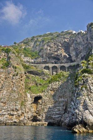 Noleggio barche Lucibello: View of Amalfi Road