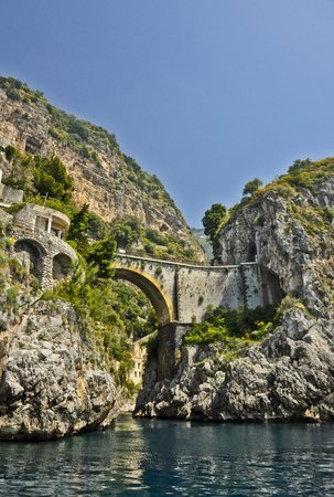 Noleggio barche Lucibello: View of Amalfi Road at Furore