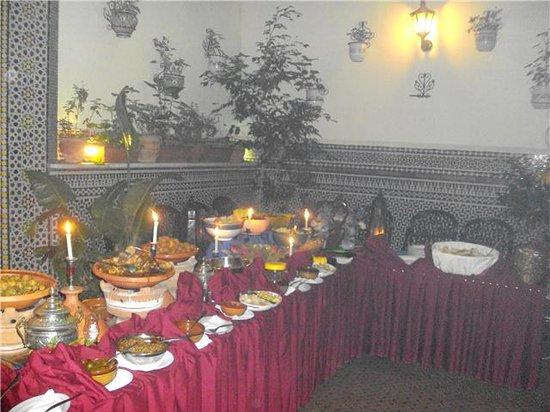 La Menora : Buffet traditionnel