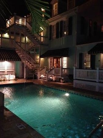 Marquesa Hotel:                                     Pool area at night