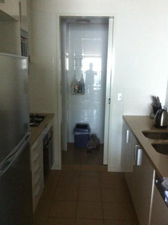 Meriton Serviced Apartments - Broadbeach:                   room
