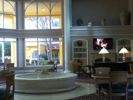 La Quinta Inn & Suites Dallas Addison Galleria:                   Wonderful lobby. Very welcoming.