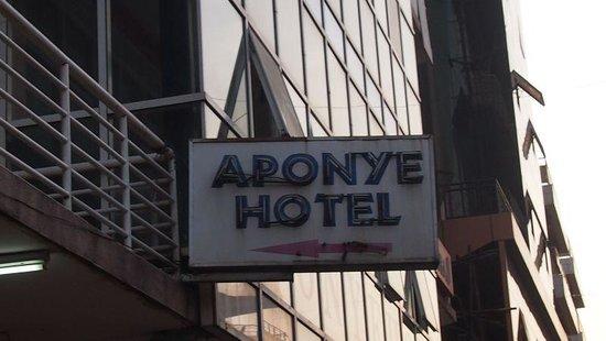 Aponye Hotel:                   Aussenansicht
