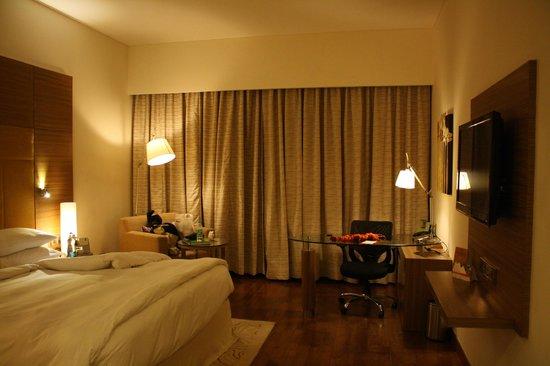 Radisson Gurugram, Udyog Vihar: Chambre très spacieuse avec bureau