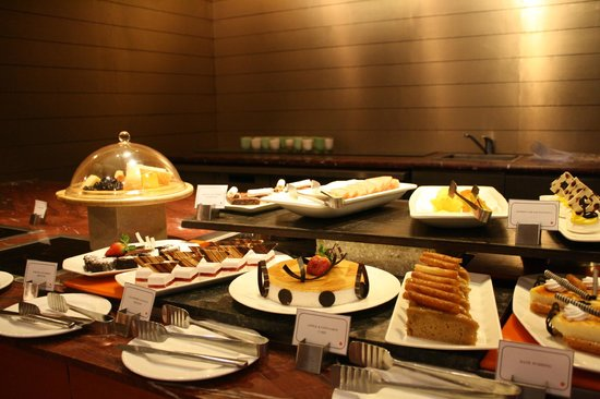 Country Inn & Suites by Carlson - Gurgaon, Udyog Vihar: Merveilleux buffet des desserts